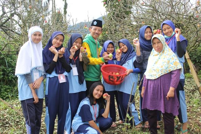 Outbound Kaliwatu Rafting Program Belajar Bersama Masyarakat Bersama SMA 10 Surabaya