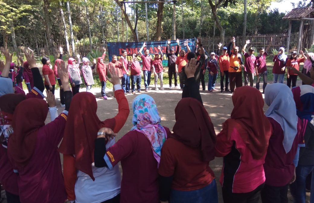 SMPN 2 BATU: Outbound Team Building
